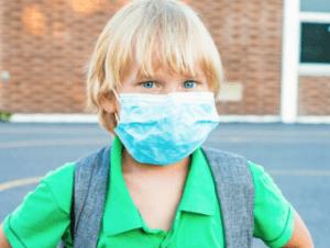 Forbes censura artículo sobre trauma psicológico infantil por llevar mascarilla